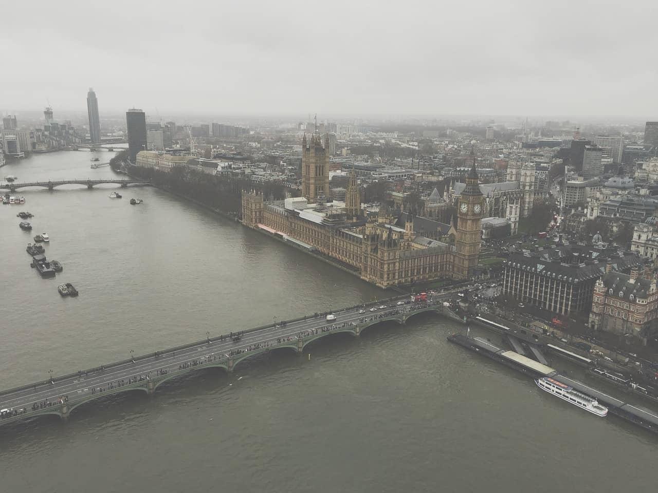 london polluted skyline